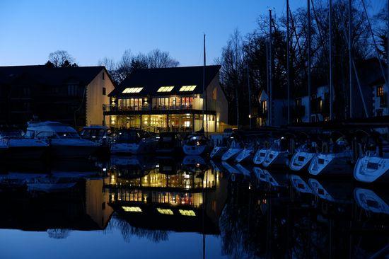 Boathouse Bar & Restaurant