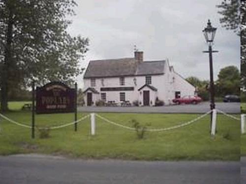 Poplars Inn